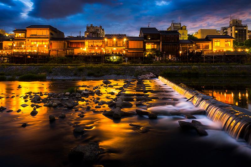 京都鴨川と納涼床