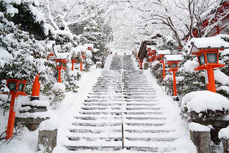 京都の鞍馬寺の雪景色